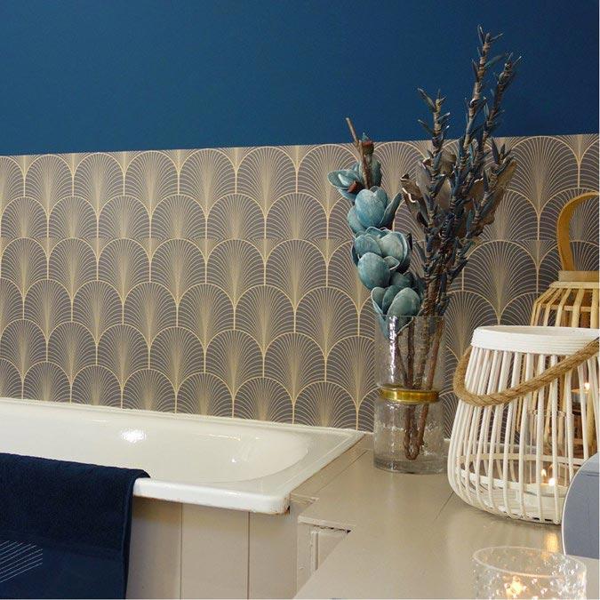 décoration baignoire crédence adhésive salle de bain
