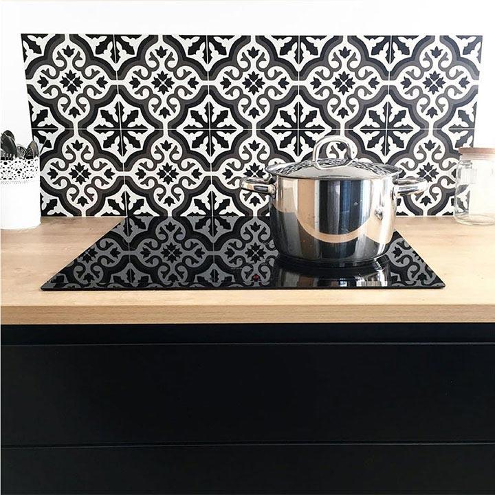 Fond de hotte plaque cuisson crédence adhésive Trianon Noir